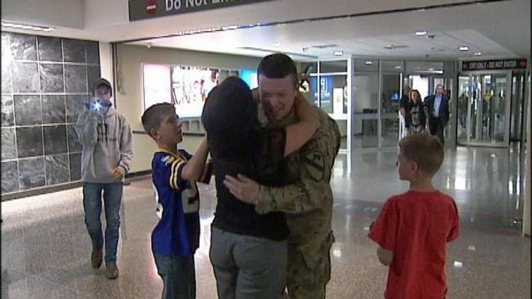 Homecoming: Soldier Dad Surprises Sons At Tulsa Airport