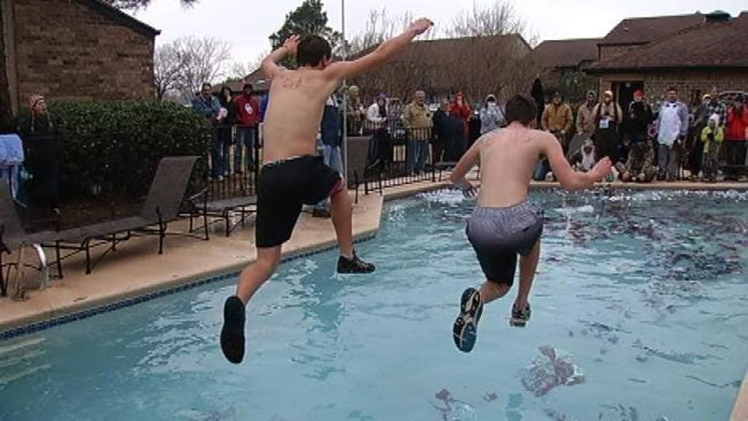 Some Tulsans Start New Year With 'Polar Bear Plunge'