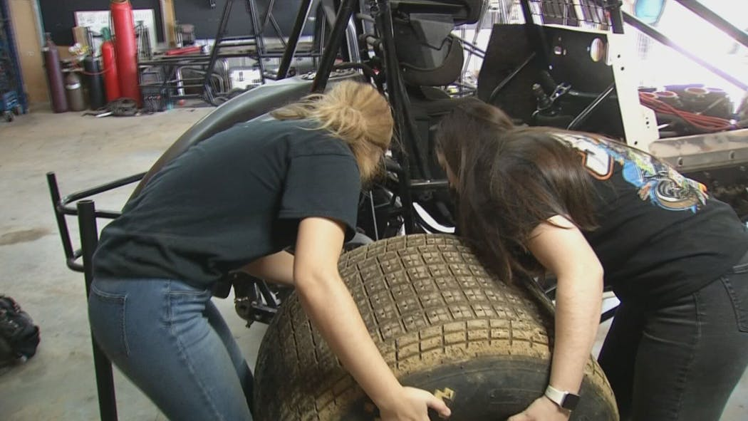 2 Oklahoma Sisters Hope Time Off Benefits Racing Strategy