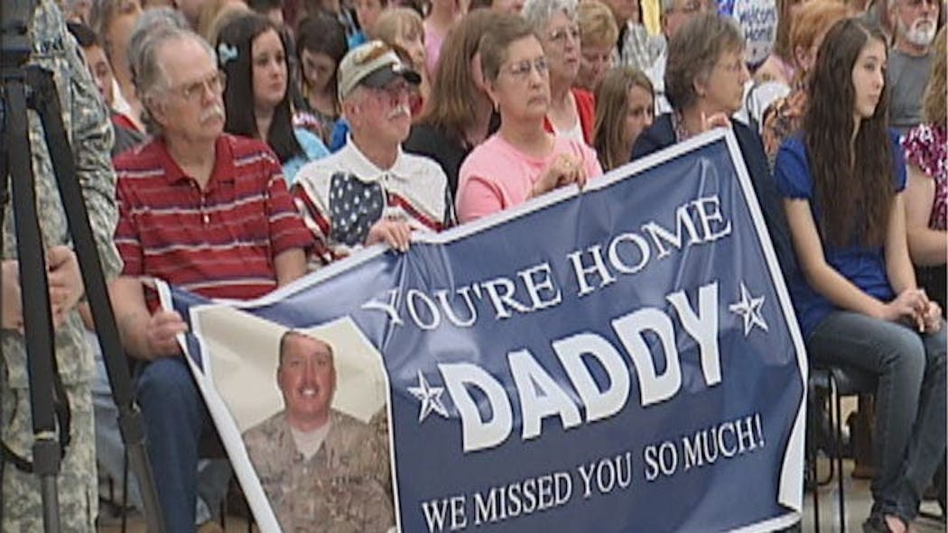 Families Welcome Home Oklahoma Soldiers